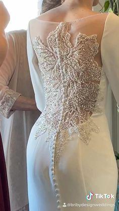 Wedding Dress With Veil, Dream Wedding Dresses, Bridal Dresses, Bella Wedding Dress Twilight, Vintage Lace Weddings, Brokat, Illusion Neckline, Stylish Dresses, Dream Dress
