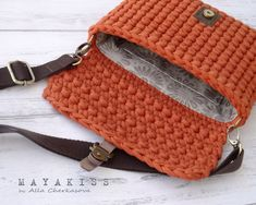 MAYA KISS - творческая мастерская Crotchet Bags, Knitted Bags, Bag Pattern Free, Couture, Saddle Bags, Lana, Purses And Bags, Arts And Crafts, Sewing