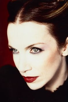 annie lennox by annie leibovitz --- link leads to beauty tips... so i'll just leave it be