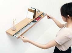 ziemlich cool: Dieses Regal hat ein verstecktes Fach, welches nur mit Magneten geöffnet werden kann // a shelf with a secret compartment that opens with magnets