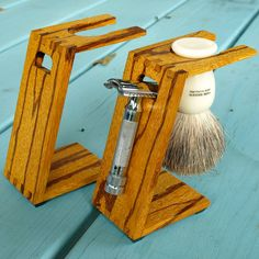 Wood Shaving Stand for Safety Razors: Marblewood