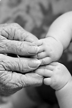 Child and family photography / hands / grandmother and baby hands Hand Photography, Creative Photography, Newborn Photography, Photography Ideas, Sunset Photography, Baby Pictures, Baby Photos, Family Photos, Hand Fotografie