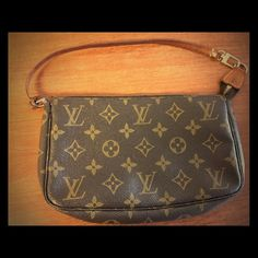 Vintage Louis Vuitton Pochette Vintage Authentic Louis Vuitton pochette. Vintage in used condition, broken zipper and lost zipper. Please contact for more inquiries or pictures if needed. Louis Vuitton Bags Clutches & Wristlets