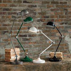 50sデザインをイメージした、インダストリアル感覚のデスクランプです