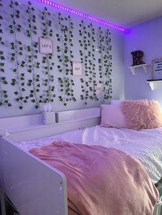 Cute Bedroom Decor, Room Ideas Bedroom, Teen Room Decor, Small Room Bedroom, Bedroom Inspo, Teen Bedroom, Neon Room, Indie Room, Aesthetic Bedroom
