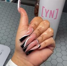 Bling Acrylic Nails, Matte Nails, Stiletto Nails, Dope Nails, Nails On Fleek, My Nails, Classy Nails, Trendy Nails, Dope Nail Designs
