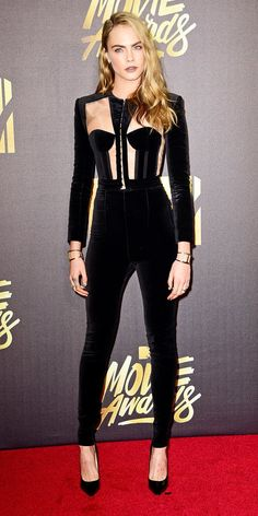 Cara Delevingne Photos Photos - Actress/model Cara Delevingne attends the 2016 MTV Movie Awards at Warner Bros. Studios on April 2016 in Burbank, California. MTV Movie Awards airs April 2016 at ET/PT. Mtv Movie Awards, Music Awards, Cara Delevingne Style, Suit Up, Red Carpet Looks, Fall Trends, Jared Leto, Red Carpet Fashion, Look Fashion