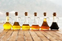 Note from TeamMona: How Does Vinegar Reduce Body Fat? Read fo find out that and more healthful benefits of vinegar. Types Of Vinegar, Vinegar Uses, Olive Oil And Vinegar, Distilled White Vinegar, Apple Cider Vinegar Diet, Diy Savon, Avocado Health Benefits, Reduce Body Fat, Vegetable Nutrition