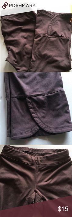 Lucy cropped leggings xs Lucy cropped leggings xs Lucy Pants Capris