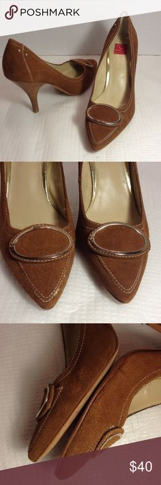 "Oscar De La Renta brown suede heels Brown suede with 4"" heels, side of 1 of the shoes show some rubbing, overall in good condition besides the soles. Very nice shoes Oscar de la Renta Shoes Heels"