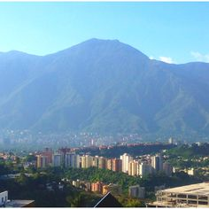 El Avila (Mountain). Caracas - Venezuela How Beautiful, Beautiful Places, Seattle Skyline, South America, San Francisco Skyline, Natural Beauty, Paradise, Memories, Country