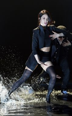11 K-Pop Idols Who Got Drenched On Stage Sometime Kpop concerts are caught in a surprise storm, and sometimes water is used as a stage effect. Kpop Girl Groups, Korean Girl Groups, Kpop Girls, Stage Outfits, Kpop Outfits, Park Ji Yeon, T Ara Jiyeon, Singing In The Rain, Stockings And Suspenders