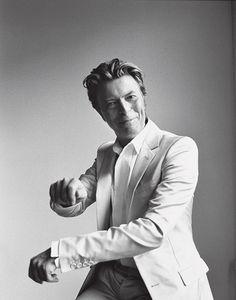 Bowie brise un tabou en janvier 1972 en annonçant sa bisexualité dans une interview avec Melody Maker, à l'époque où il se réinvente en glam-rocker et lance le personnage de Ziggy Stardust. Interviewé par Playboy en septembre 1976 il dit :  « C'est vrai — Je suis bisexuel. Mais je ne peux pas nier que cela m'ait aidé, c'est la meilleure chose qui me soit arrivée » #DavidBowie #Bowie #WeCanBeHeroes