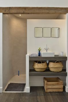 Découvrez ce fabuleux logement à Arles Bathroom Design Small, Bathroom Interior Design, Bathroom Layout, Bathroom Ideas, Bathroom Inspiration, House Design, House Styles, Home Decor, Arles