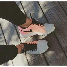Love the peach/grey/black