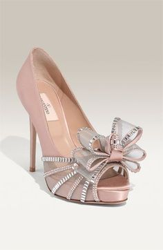Valentino Crystal Bow Pumps - The master of couture and contemporary styles has done it again with the Valentino Crystal Bow Pumps. The recently released shoes are a stunning fa. Pretty Shoes, Beautiful Shoes, Cute Shoes, Me Too Shoes, Gris Rose, Satin Pumps, Valentino Shoes, Valentino Bridal, Valentino Red