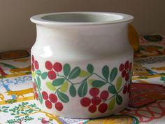 A treasured piece of 1960s Finnish kitchenware designed by Raija Uosikkinen for Arabia of Finland. Lingonberry jar, Arabia Pomona, HuntersKitchen, €24.00