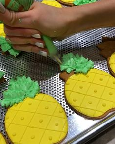 Quick tutorial on how to make simple pineapple cookies using stiff consistency royal icing & a leaf bag tip number 70 Let me know in… Pineapple Cookies, Fruit Cookies, Flower Cookies, Iced Cookies, Sugar Cookie Royal Icing, Cookie Icing, Royal Icing Flowers, Cooking Cookies, Cookie Company