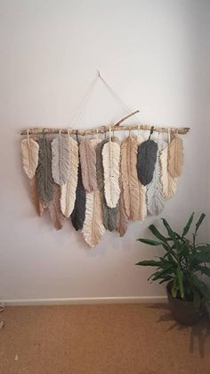 Feather wall macrame hanging 2019 This gorgeous feather wall hanging is definitely a statement piece to any home. Can be custom made to any size or colour The post Feather wall macrame hanging 2019 appeared first on Yarn ideas. Macrame Wall Hanging Diy, Macrame Art, Macrame Projects, Macrame Knots, Macrame Mirror, Macrame Curtain, How To Macrame, Weaving Wall Hanging, Art Projects
