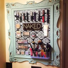 16 Genius Makeup Organizing Hacks That Will Save You From Chaos Order is a beautiful thing. Diy Makeup Storage Jars, Makeup Organizing Hacks, Makeup Storage Drawers, Makeup Drawer Organization, Make Up Storage, Organization Hacks, Bathroom Storage, Storage Ideas, Escape Room Challenge