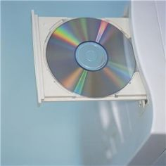 Fix a scratched cd - 3 pea sized pieces of children's toothpaste, rub all over until dry, rinse off with warm water. No more scratches! Kids Toothpaste, Tech Updates, Things To Know, Good To Know, Home Remedies, Home Appliances, Cleaning, Technology, Cool Stuff