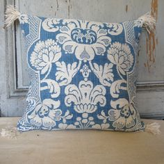 toile-dabbeville-cushion-2