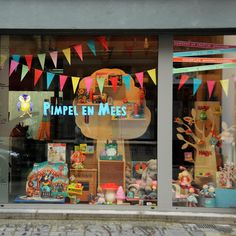 Pimpel en Mees children's toy shop window, Oudenaarde, Belgium. Vitrine.