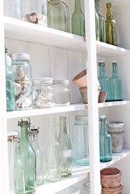 Jeg har for lengst lagt min elsk på glass, og spesielt gammelt glass ! Når sommeren kommer flyttes alt jeg har av gammelt glass og flas...