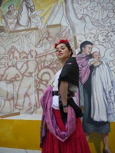 Sur fond de fresque murale de citécréation