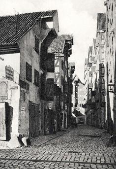 Berühmt war die Lastadie in Königsberg, am Hundegatt gelegen. Das Foto zeigt eine Seitengasse mit dem Laachspeicher (1920er-1930er)