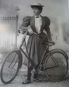 Edwardian Cycling Outfit- alternate 1901 cycling outfit for Madeleine 1890s Fashion, Edwardian Fashion, Vintage Fashion, Art Nouveau, Edwardian Era, Victorian Era, Belle Epoque, Old Photos, Vintage Photos