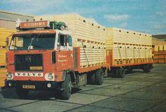 Volvo F 88 4x2 met aanhanger en lading hout van Vleeshouwer