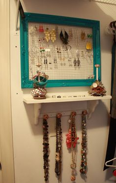 Jewelry organization from purchased hardware cloth and knobs at big box retailer, frames from thrift store. I painted the frames, attached the hardware cloth with glue gun. Jewelry Organization, Organization Hacks, Organization Ideas, Storage Ideas, Jewellery Storage, Jewellery Display, Keep Jewelry, Diy Jewelry, Jewlery