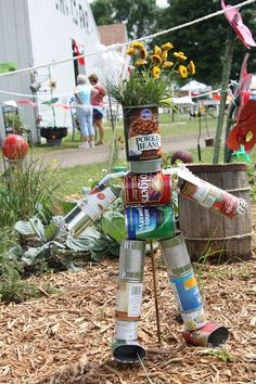 creative recycling ideas for the garden! tin can flower planter creative recycling ideas for the garden! tin can flower planter Recycled Garden Art, Garden Crafts, Garden Projects, Tin Can Man, Scarecrows For Garden, Tin Can Flowers, Faux Flowers, Diy Scarecrow, Scarecrow Festival