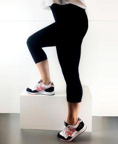 DECOY | Soft Deluxe zwarte capri legging | Nu 10% korting! - SOSHIN.nl Capri Leggings, Sporty, Pants, Fashion, Trousers, Fashion Styles, Women Pants, Women's Pants, Women's Bottoms
