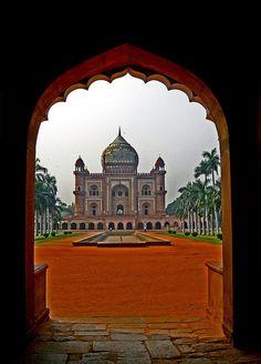 Through the gates, Tomb of Safdarjung, New Delhi, India (by sir_watkyn).