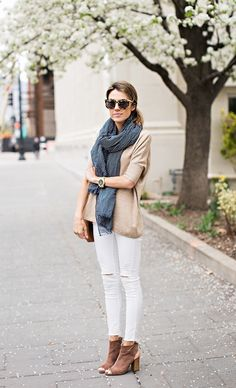 Hello Fashion~ white skinnys, suede peep toe booties and a fab scarf! Fall Family Photo Outfits, Fall Outfits, Casual Outfits, Cute Outfits, Fashion Outfits, Style Fashion, Grunge Look, Style Grunge, Spring Summer Fashion