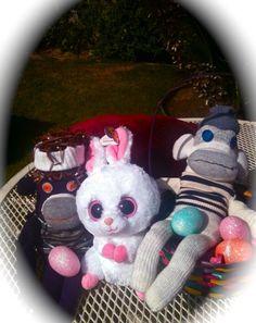 Purpa-licious & Sock-ratees celebrate w/the Easter Bunny! Sock Monkeys, Easter Bunny, Upcycle, Teddy Bear, Socks, Christmas Ornaments, Holiday Decor, Creative, Animals