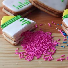 Is your soon-to-be newborn a girl or boy? Break the news at your baby shower with these celebratory cookies.
