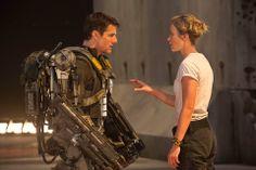 "Tom Cruise & Emily Blunt ""Edge Of Tomorrow"" (Doug Liman, dir) Edge Of Tomorrow, Best Sci Fi Movie, Sci Fi Movies, Great Movies, Tom Cruise, Emily Blunt, Dakota Johnson, Brad Pitt, Movies"