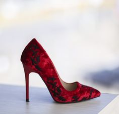 Pantofi Pigus Rosii - <br>Culoare:  Rosu<br>Dimensiune toc:  10<br>Material:  Imitatie catifea Colectia Pantofi cu toc de la  www.cutoc.net