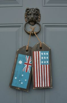 US Australian flag sign. Rustic American by MoonenDavisdeSIGN Backyard Projects, Wood Projects, Pallet Flag, Australian Flags, Wood Tags, Flag Signs, World Crafts, Australia Day, Family Wall