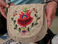 Matyó Embroidery Bags, Folk Embroidery, Embroidery Patterns, Hungarian Embroidery, Costume Patterns, Folk Music, Purses And Handbags, Lana, Folk Art