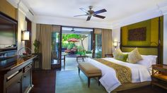 From an unparalleled beachfront location to the signature St. Regis butler, The St. Regis Bali Resort offers a seamless blend of luxury and service. Bali Resort, Luxury Accommodation, Palawan, Beach Hotels, The St, Bedroom, Furniture, Home Decor, Decoration Home