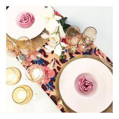Da noite      Todos os detalhes dessa mesa no facebook.  #semanamesahits_ouroprataebronze  #lardocecasa #lardocemesa  #mesahits #lookdamesa #tabledecor  #tabledesigner  #olioliteam  #mood #ootd #tablesetting #recebercomcharme #mesaposta #homedecor