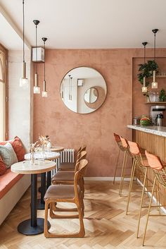A Parisian restaurant where the earthy pink walls, painted with lime, speak for themselves - Decoration For Home Coffee Shop Design, Cafe Design, Design Design, Deco Restaurant, Restaurant Rose, Restaurant Interior Design, Bistro Interior, Hospitality Design, Home Living