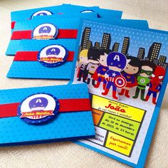 Convite Super Herois Pop-up    Convite em papel Color Plus 180g.  Parte externa com impressão estrelas brilhantes.  Parte interna em papel acetinado.  Com cinta para o fechamento.  Tag com nomes dos convidados cobrado à parte.