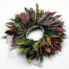 画像1: クウペエ【髪飾り】 Flower Garland Wedding, Flower Tiara, Flower Garlands, Diy Flowers, Polynesian Dance, Polynesian Culture, Money Lei, Money Origami, Hawaiian Crafts