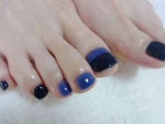 Blue and black ombre toe