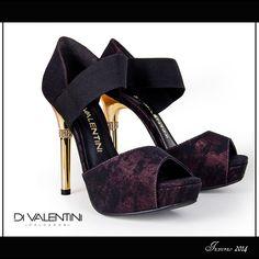 Os calçados com elástico apresentam o equilíbrio perfeito entre design e conforto para deixar os seus looks ainda mais incríveis em diversas ocasiões.  #desejodasemana #shoes #divalentini #detalhedestrass #love